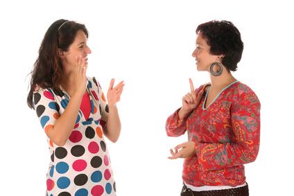 Personnes parlant en langue des signes