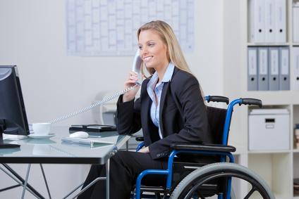 Personne handicapée employée au bureau